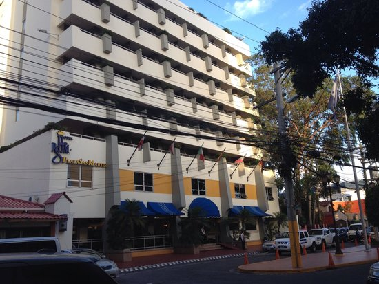 Real Colonial Hotel: Compare with this nice Hotel Plaza San Martin with a real view of the whole city of Tegucigalpa!