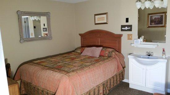 Lantern Inn: room 27