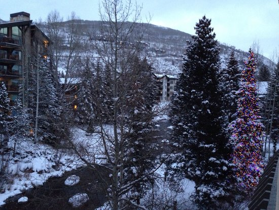 Sitzmark Lodge at Vail: Back porch view looking up Gore creek.