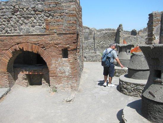 Pompeii Archaeological Park: Pizza anyone?