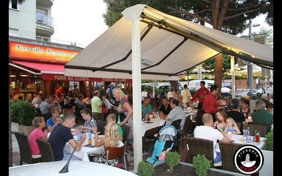 Terraza con gente foto di pizzeria roma platja d 39 aro tripadvisor - Pizzeria con giardino roma ...