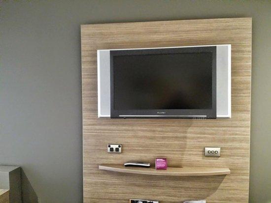 Crowne Plaza Hotel Canberra: Flatscreen TV in TV