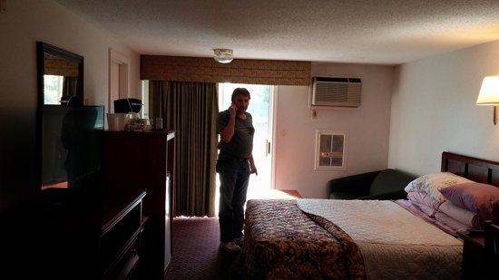 Hyannis Travel Inn: my hubby in our room #220!