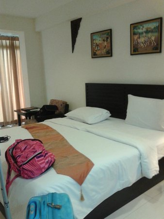 True Siam Phayathai Hotel: spacious for standard room standards :)