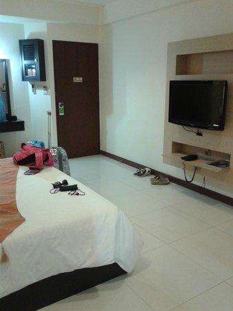 True Siam Phayathai Hotel : spacious for standard room standards :)