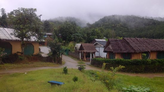 Mae Hong Son, Thailand: foggy mountains surronding the village