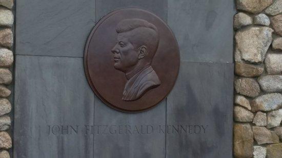 Hyannis Travel Inn: JFK Memorial