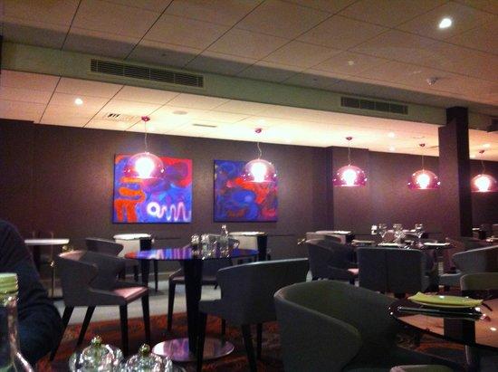 Ibis Styles London Southwark Rose: Restaurante e ambiente do café da manhã