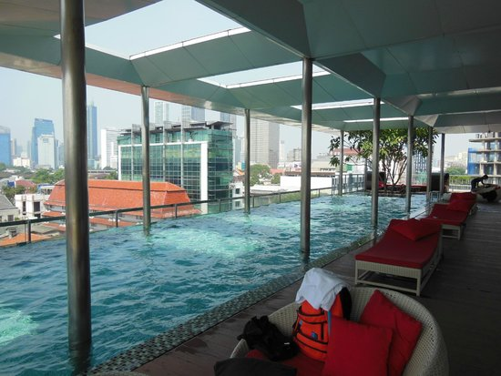 Morrissey Hotel Residences: The pool on level 6