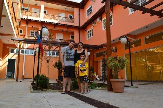 Pousada Caminho d'Ouro: Jardim da Pousada, boa opção para a foto da família