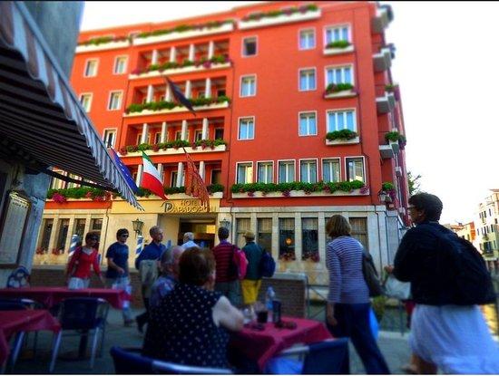 Hotel Papadopoli Venezia MGallery by Sofitel: From the cafe across the street