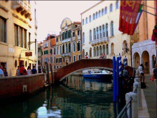 Hotel Papadopoli Venezia MGallery by Sofitel: Front of hotel on right