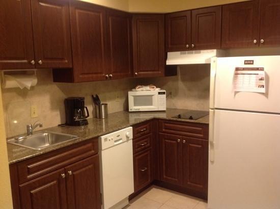 Staybridge Suites Orlando Airport South: kitchenette