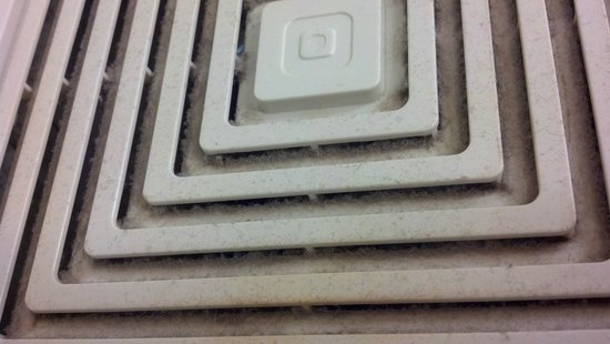 Comfort Suites Oshkosh: Dirty bathroom vent