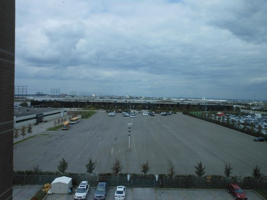 Radisson Suite Hotel Toronto Airport: view from Rm 714