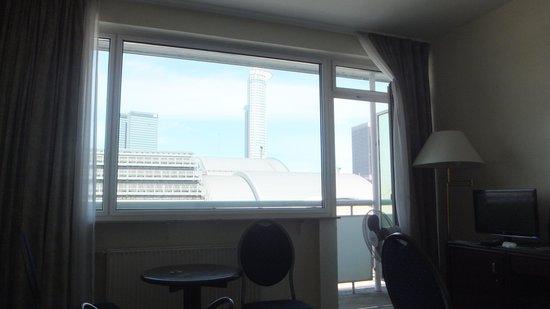 Hotel Excelsior: 大きな窓ガラス