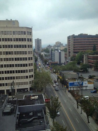 Landis Hotel & Suites: View of davie st from our room !!