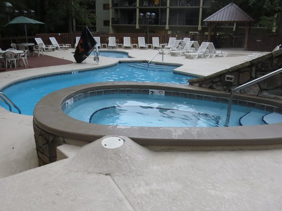 Tree Tops Resort: One of the outdoor pools and hot tubs