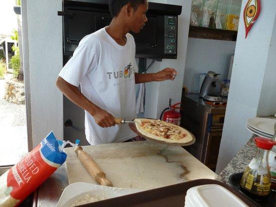 Tubotel: delicious fresh make pizza