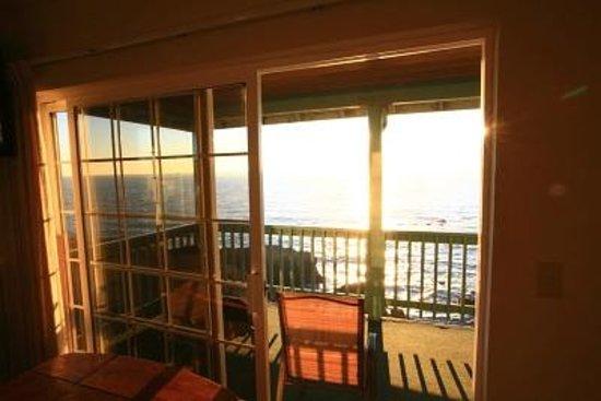 Inn of the Lost Coast: Balcony near sunset