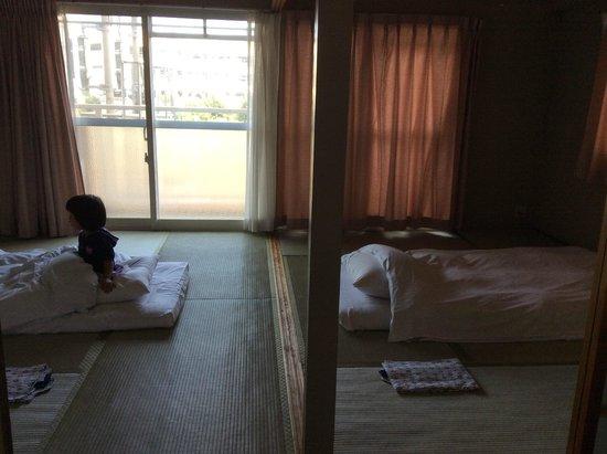 Hotel Sunplaza Kurashiki: 寝室&外ベランダ