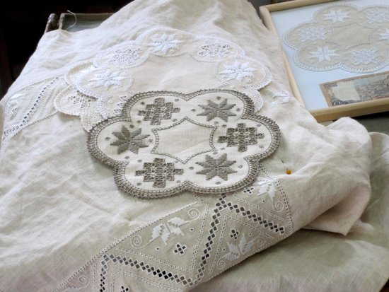 Pano Lefkara, قبرص: вышивка...сделано руками!