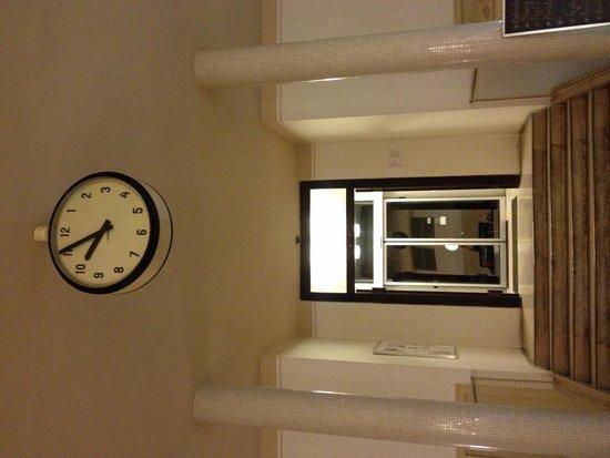 Avia Café Restaurant: Old clock