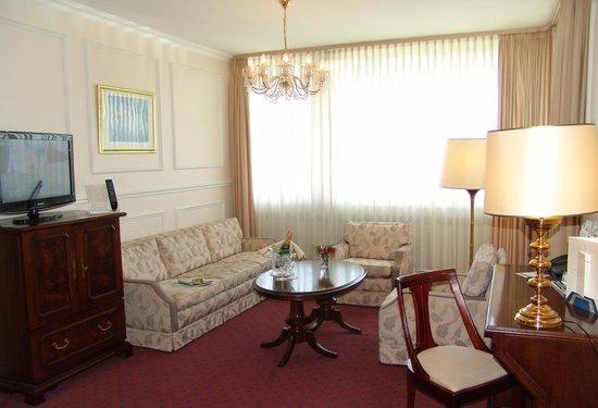 Günnewig Hotel Bristol: Suite, Wohnzimmer