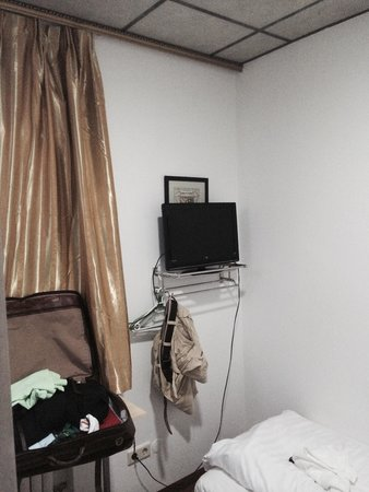 Hotel Zollhof : Kleines schmutziges Zimmer