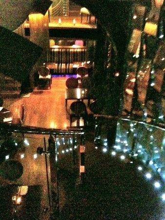 Cellar One: l'escalier qui vous mène à la salle du restaurant