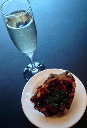 Globe Cafe & Tapas Bar: Champagne and Oysters - Friday nights at Globe