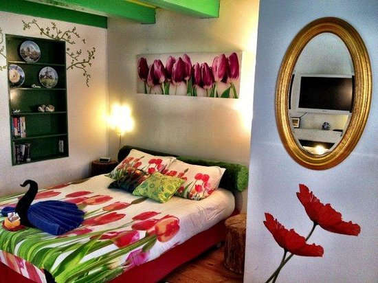 Tulip of Amsterdam B&B: Our Large Dutch Room