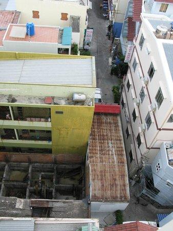 Nha Trang Beach Hotel: Вид с 7го этажа на соседнюю стройку