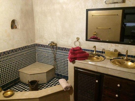 Riad Adarissa: El baño