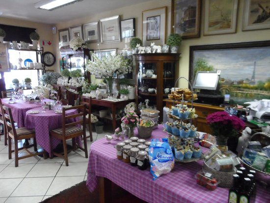 Cafe Bree: Not a dull eating area