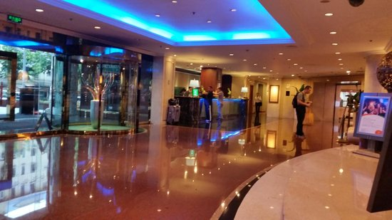 Courtyard Shanghai-Pudong: Hotel reception lobby