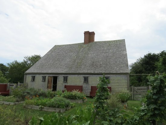 Oldest House (Jethro Coffin House) : Old house