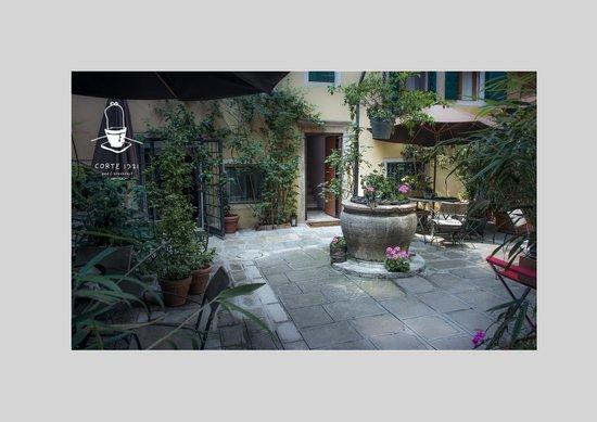 Corte 1321 : Entrance Courtyard