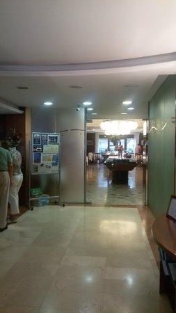 Haromar Hotel : Ресепшен и столовая