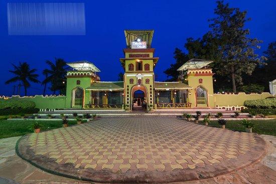 Dhola-ri-Dhani: Dhola- ri -Dhani Main gate at the time of night