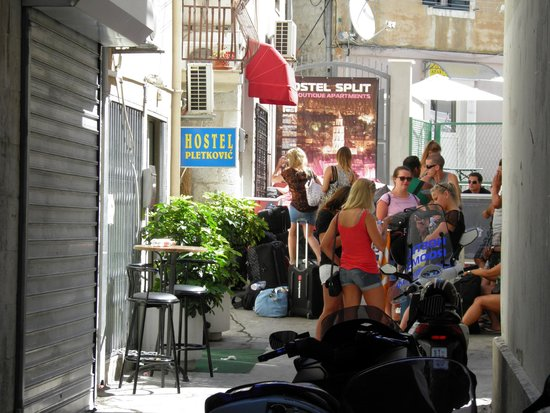 Hostel Split : in front of the hostel