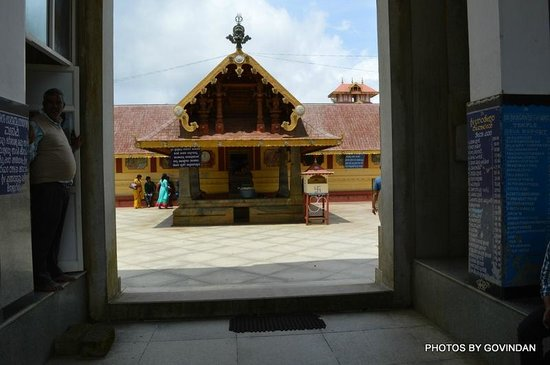 Bhagamandala, อินเดีย: At the entrance of temple
