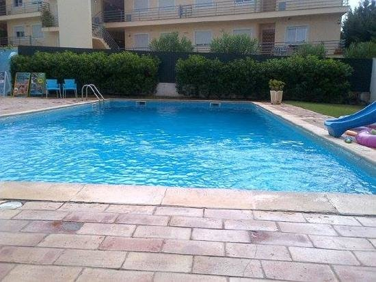 Novochoro Apartamentos Turisticos : relaxing pool side