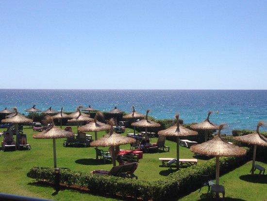 Sol Beach House Menorca: Area de hamacas