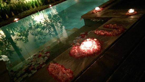 Danoya Villa - Private Luxury Residences: Pool decoration