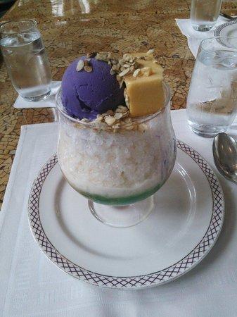 The Peninsula Manila: ハロハロです。紫芋のアイスですが、日本のようなしっかりした味ではありませんでした。