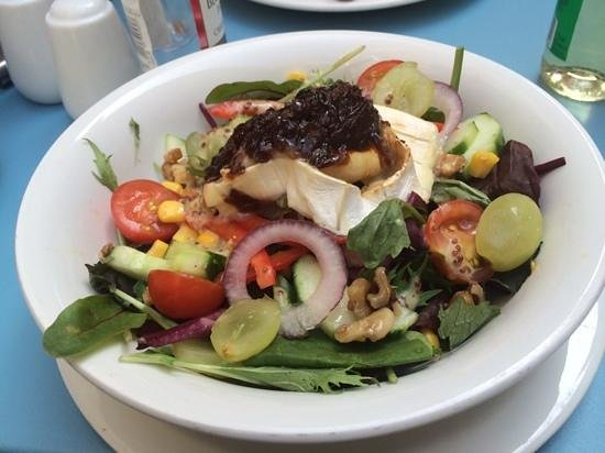 The Courtyard Cafe: Goats Cheese Salad