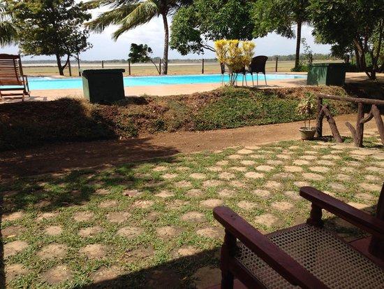 Wila Safari Hotel: SWIMMING POOL