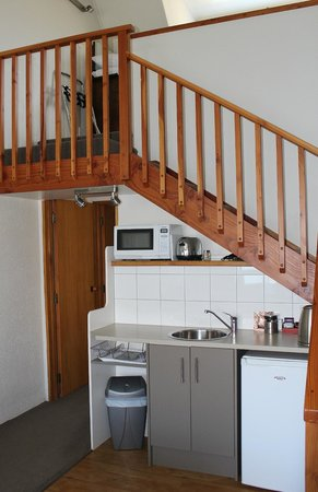Lakeview Motel : Kitchen Area/Stairs to Upstairs bedroom