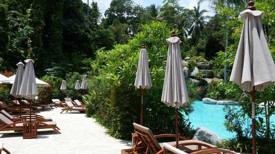 liegen am pool picture of marina phuket resort karon tripadvisor. Black Bedroom Furniture Sets. Home Design Ideas